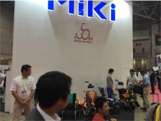 車いすメーカーMiKiさんのブースです。    弊社も超コンパクトサイズの電動車いすのskit_JUXを取扱いしております。