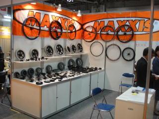 カキウチ商事様。タイヤ・車輪の専門商社です。