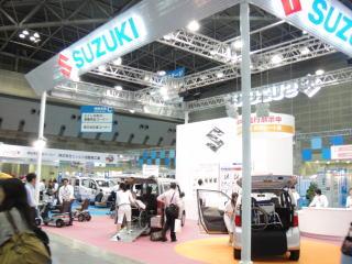 スズキ様は福祉機器とともにセニアカー、モーターチェア等を展示。