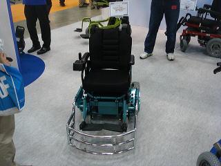 こちらはバスケットボール用の電動車いす