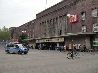 中央駅です。人口は60万人程の都市で日本企業も多くあります。 アルトビールの本場としても有名ですね。