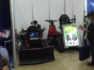 電動の農機具です。    圧巻の見た目ですが車いすです。