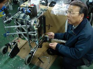 JW-Xは両方の車輪の中に「脳みそ」である制御基板があるんです